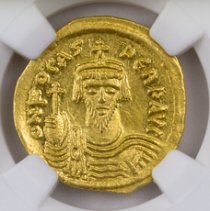 Byzantine Empire, Gold Solidus of Phocas (AD 602-610) - rv. Angel Holding P-Cross NGC MS (Strike: 5/5, Surface: 4/5)