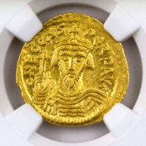 Byzantine Empire, Gold Solidus of Phocas (AD 602-610) - rv. Angel Holding P-Cross NGC MS (Strike: 5/5, Surface: 4/5 - Clipped)